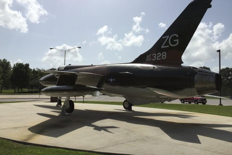 AEDC F105 Airplane Repaint